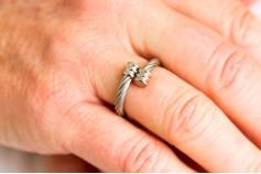 Magnetic Ring 'Twist' Silvertone
